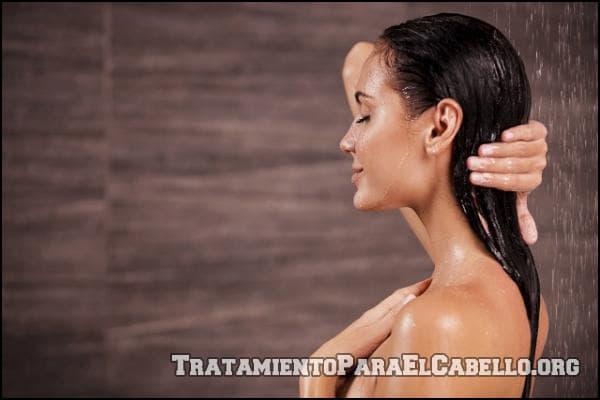 Lavar el cabello con vinagre de manzana