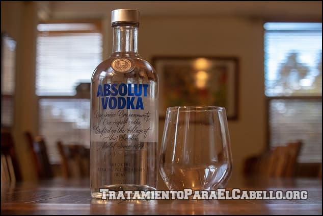 Cómo se usa vodka en el pelo
